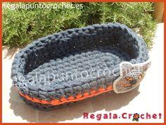 Cesta de trapillo vaquera. #cesta de #trapillo vaquera (color azul #denim) ovalada . Ideal para almacenamiento o decoración. Personalizable. Hecho a mano. #RegalaPuntoCrochet #handmade