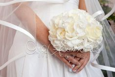 bouquet bianco di rose e ortensie