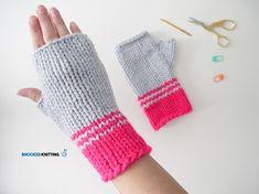 Trendy crochet for beginners mittens wrist warmers 59 Ideas Crochet Mittens, Mittens Pattern, Crochet Gloves, Knitting Patterns Free, Free Knitting, Baby Knitting, Knitting Ideas, Knitting Projects, Fingerless Gloves Knitted