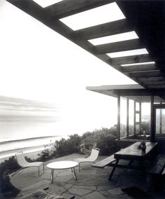 Dudley Murphy Residence by Griswold Raetze, photo by Julius Shulman John Lautner, Richard Neutra, Architecture Details, Modern Architecture, Outdoor Spaces, Outdoor Living, Pergola, Architectural Photographers, Enjoy Summer