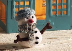 This small, but perfectly formed knitted snowman will make the perfect addition to your handmade Christmas decs, and his mini hat and scarf could even be matched to your chosen Christmas colours.