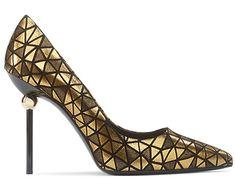 Escarpins en veau velours et métal Roger Vivier http://www.vogue.fr/mode/shopping/diaporama/les-plus-belles-chaussures-sandales-escarpins-mode-pour-les-fetes-de-noel/24499#escarpins-en-veau-velours-et-mtal-roger-vivier