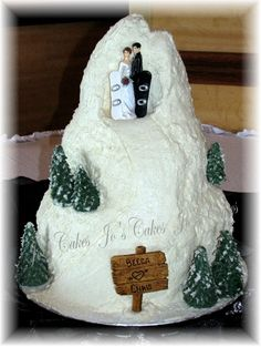Snowboarders' wedding cake!