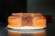 "INGREDIENTES 150g de harina de avena sabor chocolate(recomendado harina de sabor, puede ser normal) 150g de harina de trigo integral 1 bote de alubias rojas o frijoles 3 huevos enteros 8 claras de huevo 3 scoop de proteina fusion de chocolate(consigo aquí-usa el código descuento ""10fitfood"") 3 cucharadas de cacao valor desgrasado sin azúcar añadido 150ml de leche semidesnatada o vegetal 1 sobre de levadura química tipo Royal edulcorante al gusto"