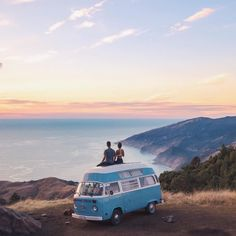 Van life has become a rising trend, people are picking up their lives and hitting the road in awesome renovated vans that serve as their mobile housing. Packing Tips For Travel, Travel Goals, Big Sur Highway 1, Wolkswagen Van, Caravan Bar, Travel Usa, Adventure Travel, Traveling By Yourself, Travel Photography