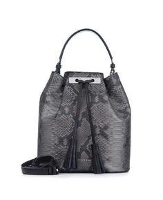 Ține pasul cu moda și completează-ți ținutele stylish cu o poșetă bucket bag YVY BAGS. Încăpătoare și extrem de chic, o astfel de comoară îți va scoate din anonimat orice outfit.  #loveYVYBAGS #leatherhandbags #YVYBAGSfactory #BrandEst1969