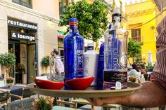 Malagas best gin bars - and how to make a Spanish gin and tonic Spanish Gin, Best Gin, Gin Bar, Lounge, Gin And Tonic, Red Bull, Vodka Bottle, Canning, Drinks