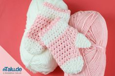 Diese kostenlose Anleitung für Fäustlinge ist perfekt geeignet für Selbermacher - hier lernen Sie Schritt für Schritt, wie Sie Babyhandschuhe häkeln können.