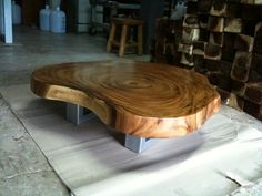 Live Edge Coffee Table Reclaimed Acacia Wood Solid Slab von flowbkk