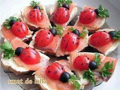 La meilleure recette de COCCINELLE EN APERITIF! L'essayer, c'est l'adopter! 5.0/5 (29 votes), 34 Commentaires. Ingrédients: pain de mie beurre truite ou saumon tomate cerise olive noir feuille de persil pour décorer