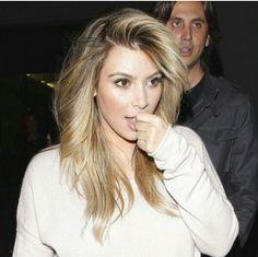 Love this tone of the blonde kim kardashian Blonde Color, Blonde Highlights, Hair Color, Hair Styles 2014, Curly Hair Styles, Olive Skin, Brown Blonde Hair, Hair Flip, Gorgeous Hair
