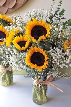 Sunflower wedding bouquets are bright and cheerful and so popular among brides. These sunny yellow bouquets are the best for a country or rustic wedding. Look at our wedding bouquets with sunflowers and daisies! Fall Wedding, Our Wedding, Dream Wedding, Wedding Venues, Wedding Notes, Private Wedding, Wedding Pins, Yellow Bouquets, Sunflower Bouquets