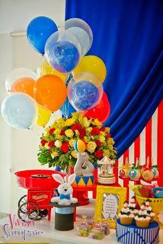 Que tal uma Festa Circo para comemorar o aniversario do seu filho??Apaixonada por todas estas fofuras!!Imagens Elaine Jardim.Lindas ideias e muita inspiração.Bjs, Fabíola Teles.Mais ideias linda...