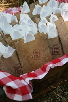 Great idea!!  put forks, spoons, napkins in a cute bag for easy carrying during party! #UltimateTailgate #Fanatics