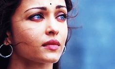 Beauty in sadness Actress Aishwarya Rai, Aishwarya Rai Bachchan, Beautiful Bollywood Actress, Beautiful Indian Actress, Indian Photography, Film Photography, Aishwarya Rai Wedding Pictures, Elven Queen, Avatar