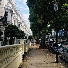 I never tire of walking up Holland Park #london #londonproperty #curtainmaker #bespokcurtains #bespokesoftfurnishings