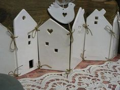 Good No Cost Clay pottery houses Tips Wood, larger, for bathroom window – Clay Houses, Ceramic Houses, Ceramic Clay, Ceramic Pottery, Santa Crafts, Xmas Crafts, Felt Crafts, Ceramics Projects, Clay Projects