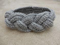 코바늘 뜨기로 헤어밴드(머리띠)만들기 (동영상 있음) : 네이버 블로그 Crochet Hair Accessories, Crochet Hair Styles, Knit Crochet, Diy Crafts, Knitting, Bracelets, Handmade, Tejidos, Bangle Bracelets