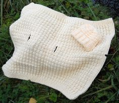 Suzies Stuff: WARM WAFFLES CAR SEAT BLANKET AND CAP-lots of other free patterns too.  Great site