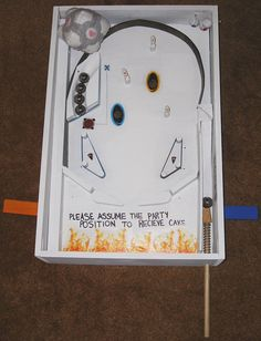 Homemade Portal Pinball<<-- Well someone is cool. Companion Cube, Aperture Science, Art Projects, Projects To Try, Marble Games, Portal 2, Into The Fire, Super Smash Bros, Pinball