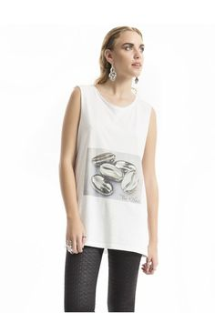 Voluto Printed T-shirt Jean Top, New Fashion Trends, Online Fashion Stores, Handmade Clothes, World Of Fashion, Clothes For Women, Tank Tops, Printed, Coat