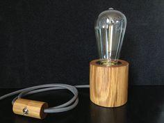 He encontrado este interesante anuncio de Etsy en https://www.etsy.com/es/listing/227393877/desk-wood-lamp