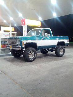 Mohammed Al Farsi & his Chevy Vintage Chevy Trucks, Old Pickup Trucks, Lifted Chevy Trucks, Classic Chevy Trucks, Chevy Pickups, 4x4 Trucks, Cool Trucks, Ford Chevrolet, Chevrolet Blazer