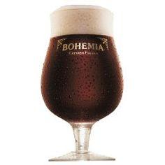 Taça de Cerveja Bohemia Escura - Ambev  Essa elegante taça foi criada para os amantes de cerveja escura. Todos que apreciam os sabores da Cervejaria Bohemia necessitam de uma taça a sua altura, ela foi desenvolvida com formato arredondado, ajudando a captar os aromas e borda curva para fora para facilitar o encaixe na boca.