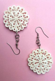 13 Paper Quilling Design Ideas That Will Stun Your Friends – Quilling Techniques Paper Quilling Earrings, Paper Quilling Flowers, Quilling Work, Paper Quilling Patterns, Origami And Quilling, Quilling Paper Craft, Quiling Earings, Paper Jewelry, Paper Beads