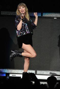 Taylor Swift || B96 Jingle Bash