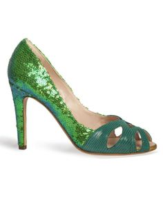 The paillettes emerald Flora Pumps invite you for a walk in a mistery tropical forest. Siena, Beige Cushions, Tropical Forest, Green Shoes, Pumps, Heels, Unique Fashion, Me Too Shoes, Emerald