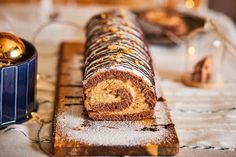Mogyoróvajas piskótatekercs - perfekt karácsonyi süti | Street Kitchen Cake Cookies, Sweet Treats, Candles, Christmas, Food, Street, Kitchen, Yule, Cooking