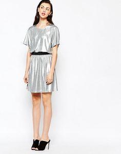 Monki   Приталенное платье мини с отделкой металлик Monki
