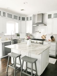 Supreme Kitchen Remodeling Choosing Your New Kitchen Countertops Ideas. Mind Blowing Kitchen Remodeling Choosing Your New Kitchen Countertops Ideas. Luxury Kitchen Design, Best Kitchen Designs, Luxury Kitchens, Home Kitchens, Home Decor Kitchen, Kitchen Interior, New Kitchen, Kitchen Cost, Kitchen Goods