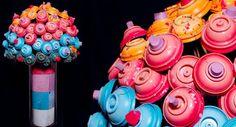 Artista reaproveita tubos de spray e os transforma em buquês