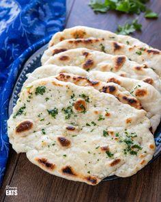 Garlic Greek Yoghurt Naan Bread | Slimming Eats Recipe Naan Bread Recipe Easy, Indian Naan Bread Recipe, Recipes With Naan Bread, Slimming World Vegetarian Recipes, Slimming Recipes, Vegetarian Meals, Slimmers World Recipes, Plain Naan, Comida India