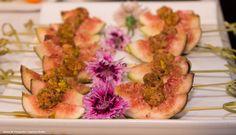 Pate de pato com pistache e páprica em crosta em figos frescos da estação - Captains Buffet