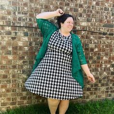 Celebrating our very Irish heritage today (McGinn-Hynes-Quinn). Loving this houndstooth @paisley_raye Sweet Pea dress. This pattern is perfect with any vibrant color layering piece but I especially love it with Kelly Green! . . . . #paintthesuitegreen #fashiontips #paisleyraye #styleforeverybody #theelitesuite #stpaddysday #mostlyirish #irishcatholic #heritage