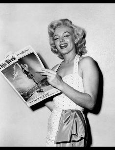 Marilyn Monroe photographed by Grauman's Chinese Theater, 1953 Marylin Monroe, Marilyn Monroe Photos, Jane Russell, Joe Dimaggio, Gentlemen Prefer Blondes, Jean Harlow, Rockabilly, Cinema Tv, Howard Hughes