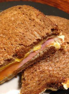 Duizenden1dag: Tosti met geraspte kaas, ham en ei
