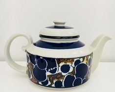 """Vintage Arabia Finland tea pot with filter named """"Saara"""" by Anja Jaatinen-Winqvist, 1970s - Made in Finland"""