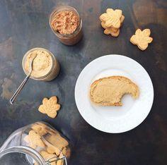 Une tartinade absolument incroyable, à essayer immédiatement! Découvrez notre recette simple de beurre de biscuits.
