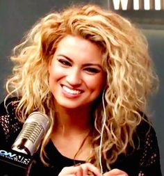 Tori Kelly. (2b - large, defined, S-shaped waves. Defined waves when it's wet, but if you don't use the right techniques, it can easily lose its definition. To prevent the dreaded frizz halo, use a wide tooth comb while conditioning in the shower, this will encourage your curls to clump.)