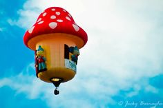 The flying mushroom house Big Balloons, The Balloon, Hot Air Balloon, Mushroom House, Balloon Rides, First Humans, Kite, Bubbles, Shapes