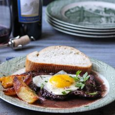 Portuguese Steak and Eggs. This is an old family recipe passed down from my grandmother - Portuguese Steak and Eggs - Bife com Ovos a cavalo. Juicy Burger Recipe, Burger Recipes, Steak Recipes, Burger Ideas, Portuguese Steak, Portuguese Recipes, Onion Recipes, Egg Recipes, Cooking Recipes