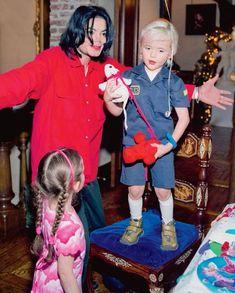 Michael Jackson with Prince and Paris Jackson (2003)