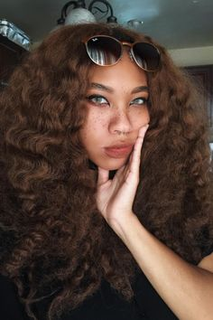Kiera's life-giving selfies are a technicolor dream. Pretty People, Beautiful People, Brown Curly Hair, Girls Magazine, Fresh Face, Hair Inspo, Hair Hacks, Dyed Hair, Color Inspiration