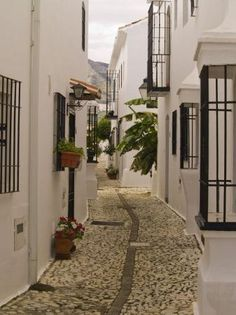 Pueblo López. Calles de Fuengirola.