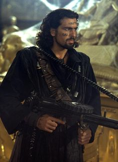 Of all the looks Oded Fehr has had over the years this has GOT to be the sexiest.