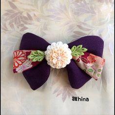 卒業式の袴に合わせた髪飾りです。つまみ細工の技法で作りました。雛hinaオリジナルの1点物です。濃い紫をベースに古典柄のちりめんを重ね、つまみ細工で華やかに仕...|ハンドメイド、手作り、手仕事品の通販・販売・購入ならCreema。